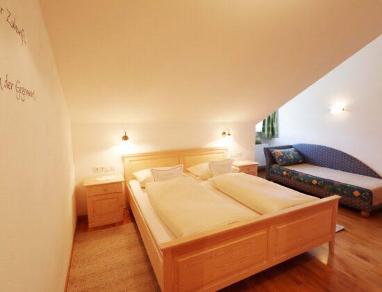 Ferienwohnung Morgensonne Schlafzimmer mit Couch