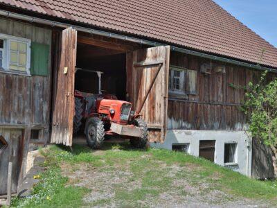 Alter Traktor vom Nachbarn